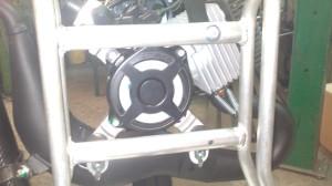 Mocowanie silnika i prosty dostęp do szarpanki